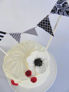 Baby Shower Idea: The Cake Bunting Black White Parties, Black And White Theme, Black Party, 30th Birthday Parties, Themed Parties, Birthday Ideas, Paris Sweet 16, Vintage Party, Vintage Style
