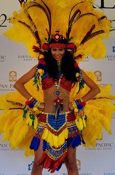 Karen Soto Miss Venezuela Mundo lucirá en el Miss Mundo 2013 un traje de Fantasía Inspirado en la Etnia Wayuu utilizando los Colores de la Bandera nacional, el traje típico de Soto tiene plumas..