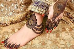 mehndi designs are unique, bracelet designs are awesome to look at. Check out the trending bracelet mehndi designs which are used by one and all. Easy Mehndi Designs, Latest Bridal Mehndi Designs, Henna Designs Feet, Legs Mehndi Design, Mehndi Designs For Girls, Mehndi Design Pictures, Beautiful Mehndi Design, Latest Mehndi Designs, Mehandi Designs