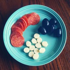 Pizza Snack Plate! Pepperoni slices, mozzarella bites, and black olives - Sugar Free Like Me: Low Carb Snack Ideas- My Favorites