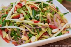 Thai green mango salad (Som Tum Mamuang) is a delicious and healthy salad. This salad has an interesting balance of salty, spicy, sweet and sour dressing. The main ingredient is green Mango (unripe mango). Salads To Go, Thai Salads, Healthy Appetizers, Healthy Salads, Indian Dessert Recipes, Ethnic Recipes, Green Mango Salad, Pasta Salad, Salad Recipes