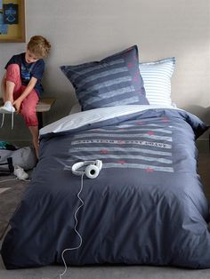lit gar on on pinterest parure de lit beds and lit. Black Bedroom Furniture Sets. Home Design Ideas