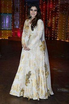 SRK promotes Raees on The Kapil Sharma Show Photogallery. Kajol on the sets of The Kapil Sharma. (Pic: Viral Bhayani) SRK promotes Raees on The Kapil Sharma Show Photogallery at ETimes Pakistani Formal Dresses, Party Wear Indian Dresses, Indian Fashion Dresses, Indian Designer Outfits, Indian Outfits, Bridal Dresses, Designer Dresses, Punjabi Fashion, Indian Gowns
