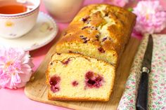 Orange Cranberry Quick Bread Recipe - topped with an orange glaze. A delicious breakfast, brunch or coffee break dessert. Cranberry Quick Bread, Festive Bread, Scones, Homemade Toffee, Homemade Breads, Berry Sauce, Good Food, Yummy Food, Quick Bread Recipes