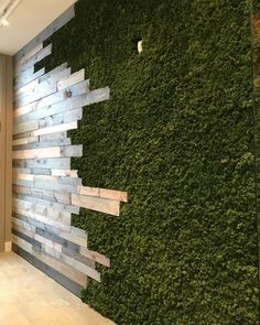 We are loving this custom reclaimed wood and moss wall! Coffee Shop Design, Cafe Design, House Design, Moss Wall Art, Deco Restaurant, Flur Design, Restaurant Interior Design, Wall Cladding, Plant Wall