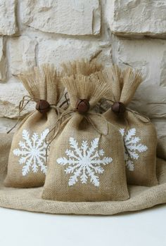 Perfect for your winter wedding favors-These shabby chic burlap bags with hand painted snowflakes on front from FourRDesigns via etsy  #winterweddings #winterfavorbags