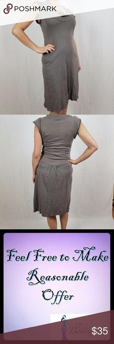 PRAIRIE UNDERGROUND ORGANIC COTTON DRESS THIS DRESS IS VERY CUTE AND COMFORTABLE.  100 % ORGANIC COTTON.  MACHINE WASH.  LENGTH 38 IN.  COLOR: GRAYISH BROWN. Prairie Underground Dresses Midi