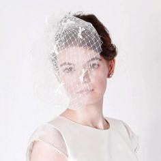 Tiny Bow Veil | 47 Gorgeous Wedding Headpiece Ideas