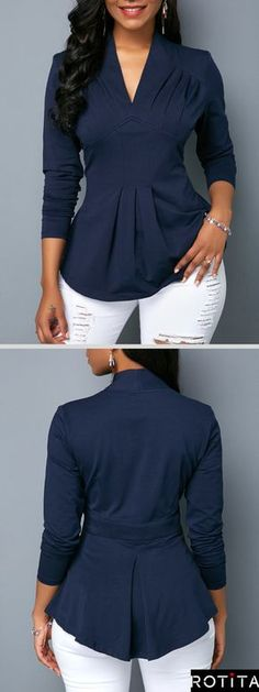 V Neck Long Sleeve Navy Blouse .Pair this unique blouse with your favorite pair of jeans for a casual holiday look.Shop now at Rotita. Stylish Tops For Girls, Trendy Tops For Women, Blouse Styles, Blouse Designs, Bluse Outfit, Holiday Outfits Women, Navy Blouse, V Neck Blouse, Trend Fashion