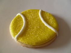 tennis cookie w/yellow sugar sprinkles, i would make softball ones! Madeline Cake, Good Food, Yummy Food, Fun Food, Yummy Treats, Sweet Treats, Cookie Designs, Cookie Ideas, Cookie Decorating
