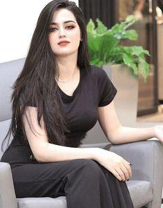 Image may contain: one or more people and people sitting Beautiful Girl In India, Beautiful Muslim Women, Beautiful Hijab, Gorgeous Hair, Beautiful Bollywood Actress, Beautiful Indian Actress, Beauty Full Girl, Beauty Women, Beauty Style