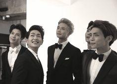 [Vyrl] SHINee : [샤이니에게 수트란? @ GQ KOREA 10월호 촬영장] 이번 #GQ KOREA 10월호 표지를 멋지게 장식한 SHINe