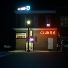 Pennsylvania by Patrick Joust  ik vind zijn fotografie zo gaaf, maar het is altijd 's nachts...