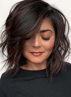 Canapés of long hairstyles Bob; It is, in the first place, among the hair styles that all ladies love very much. Models that can create very different designs with hair colors like sweep and shadow are very cool. Canapés of long bob… Continue Reading → Medium Hair Styles, Short Hair Styles, Long Bob Styles, Short Textured Hair, Dark Brown Short Hair, Great Hair, Up Girl, Hair Today, Hair Dos