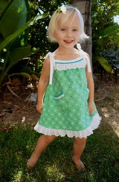 Caila-Made: Tied Summer Dress FREE pattern at Oliver + S website called popover sundress sizes 2 to 9 plus doll dress for doll. See this green dress cute variation at Caila-Made. need pattern from cali for A - line dress Sewing Patterns For Kids, Sewing For Kids, Baby Sewing, Little Girl Outfits, Little Girl Dresses, Kids Outfits, Girls Dresses, Couture Bb, Blog Couture