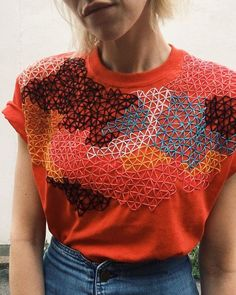 Most current Photographs hand sewing fashion Thoughts Zwei Prisma-Tees - Sticken & Stickerei Frauenclub Hand Embroidery Stitches, Hand Embroidery Designs, Embroidery Ideas, T Shirt Embroidery, Geometric Embroidery, Modern Embroidery, Knitting Stitches, Floral Embroidery, Simple Embroidery