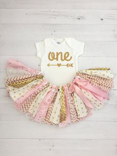Pink and Gold, Arrow Skirt, First Birthday Outfit/Fabric Tutu/Baby Girl/One Onesie/Shirt with Age Baby Girl First Birthday, First Birthday Outfits, First Birthday Parties, Birthday Ideas, 3rd Birthday, Baby Girl Shirts, Shirts For Girls, Fabric Tutu, Gold Fabric