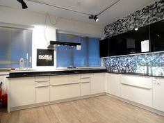 FINN – 85% rabatt på NOLTE Glass Tec utstillingskjøkken - opphørsalg