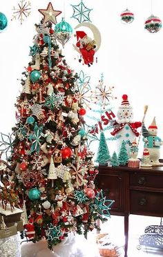 Christmas Tree | Colour scheme. Turquoise, Red, White and Silver