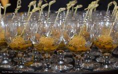 Mini ouriço de camarão em aletria com geleia de maracujá. #fingerfood #captainsbuffet #wedding #buzios