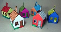 Here are six simple little houses to decorate your Christmas tree . I made the models in  three print formats: A4, A3 and Letter , so you c...