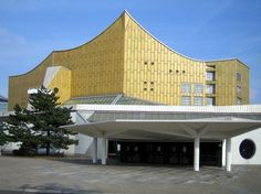 Built by Hans Scharoun in Berlin, Germany with date Images by Courtesy of Wikimedia Commons. Hans Scharoun is a well known German architect best known for his design of the Berlin Philharmonic concert hall in B. World Architecture Festival, Pavilion Architecture, Sustainable Architecture, Residential Architecture, Amazing Architecture, Contemporary Architecture, Architecture Design, Minimalist Architecture, Hans Scharoun