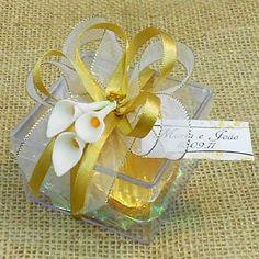 Lembrancinha de Casamento Caixa Acrílica Decorada com Dois Chocolates em Forma de Coração $7.90