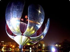 Things to See in Argentina: Floralis Generica Places To Travel, Places To Go, Art Environnemental, Places Worth Visiting, South America Travel, What A Wonderful World, Future Travel, Large Flowers, Places Ive Been