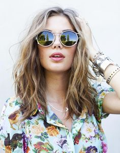 floral top + messy waves.