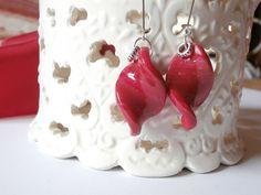 Boucles d'oreille torsadées rouges en pâte polymère : Boucles d'oreille par lisartbijoux