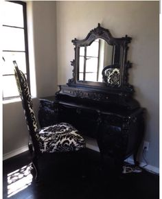 Dream vanity!! I want one of these!!