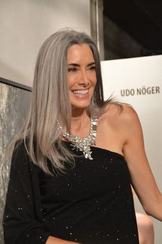 Manon Crespi at Women's Jewelry Association Colorado Chapter Jewelry Night Out on September Dress by Gino Velardi, Necklace by Andrea Li. If I find more pictures like this, maybe one day I'll stop looking for the ideal hair dye ; Long Gray Hair, Silver Grey Hair, White Hair, Grey Hair Inspiration, Mode Inspiration, Pelo Color Plata, Salt And Pepper Hair, Beautiful Old Woman, Corte Y Color