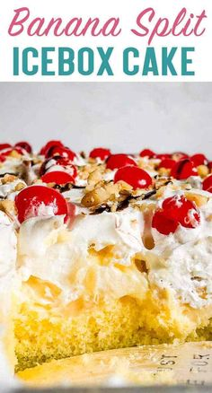 Banana Split Cake Recipe {Easy Fruit Cake for Summer Picnics} An easy, layered dessert recipe that is perfect for summer! This banana split cake with pudding, fruit and nuts will be the hit of your picnic. Banana Split Cake Recipe, Banana Split Dessert, Banana Dessert Recipes, Köstliche Desserts, Delicious Desserts, Banana Pudding Cake, Banana Fruit, Pudding Desserts, Easy Summer Desserts