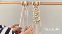 Macramé tutorial / Time lapes by Mini Swells - A fun pattern to add to any macrame project. For more inspiration or fiber art supplies check out o - Macrame Design, Macrame Art, Macrame Projects, Macrame Jewelry, How To Do Macrame, Macrame Wall Hanging Patterns, Macrame Patterns, Micro Macramé, Cool Patterns