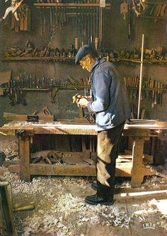 bladeandwood:  Oldtimer in his wood workshop.