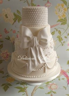 'Anna 'Vintage Wedding Cake - Love the simplicity the color white brings to this cake.