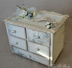 soft and shabby chic. think i'll do think on the minature furniture i have.