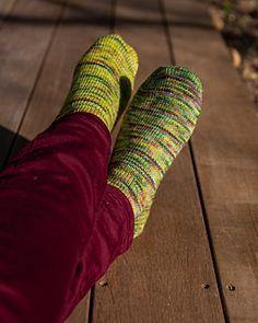 Ravelry: Chaussettes Guacamole Socks pattern by Sidney Rakotoarivelo Ravelry, Guacamole, Leg Warmers, Socks, Pattern, Fashion, Wool, Tricot, Fashion Styles