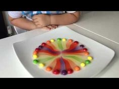 This is a simple science experiment with /skittles/ that every child has to try. Make a circle with skittles on a plate, add warm water and enjoy the rainbow! Kid Science, Science Party, Kindergarten Science, Science Fair, Bible Science, Science Activities, Science Projects, Activities For Kids, Science Ideas