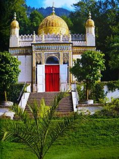 Moorish Kiosk - Linderhof, Germany http://travellingwizards.com/destinations/countries/germany/castles-fortresses/linderhof
