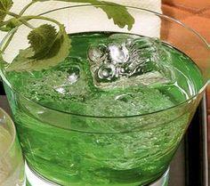 >Malzemeler;1 demet nane1 şişe votka (750 ml)300 gr toz şekerYapılışı: Naneleri iyice yıkayıp suyunu süzün.Votka ile birlikte cam bir kavanoza koyun.1 ay güneş gören yerde bekletin.1 ayın sonund…