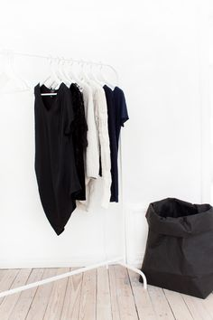 Via Landinskan | Black and White | Minimal Clothing Rack