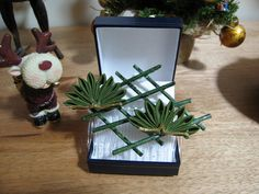 Small Pine kanzashi by ~siren10101.  Pine and bamboo are two December motifs.