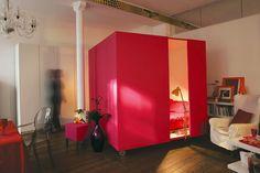 """La """"cama cubo"""" de Ikea. Es portátil (tiene ruedas) y permite moverla por el espacio a nuestro antojo... ¿se podría hacer algo parecido con la sala de estar?"""