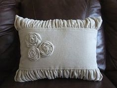 gathered edged pillow diy by mlburgio