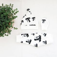 Greyhound Print Baby Leggings Hat And Mittens Set, Organic Cotton Clothes For Newborn Girl Boy, Gender Neutral Baby Coming Home Outfit Baby Hat And Mittens, Baby Hats, Baby Coming Home Outfit, Custom Baby Gifts, Baby Leggings, Organic Baby Clothes, Gender Neutral Baby, Baby Prints, Cool Baby Stuff
