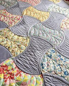 #qcrmini #sevenberryfabric #luxefabric #michaelmillerfabric #sewkindofwonderful #theqpcurvetemplates #applecorequilt #longarmquilting #gammillquilting #fmq #freemotionquilting #superiorthreads