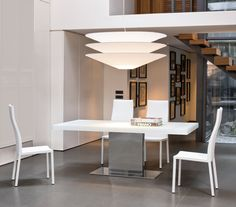 Designed by Gino Carollo for Bonaldo, Lingotto has a high-impact appearance, capable of making the dining area truly unique thanks to its refined elegance.