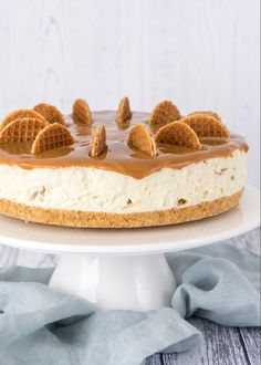 No bake stroopwafel cheesecake - Dessert Recipes Brownie Desserts, Oreo Dessert, Mini Desserts, Cheesecake Desserts, Healthy Desserts, Caramel Cheesecake, Stroopwafel Recipe, Almond Joy, Salty Cake