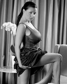 Ewa Sonnet - one leg on chair pose
